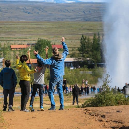 Family-at-Geysir